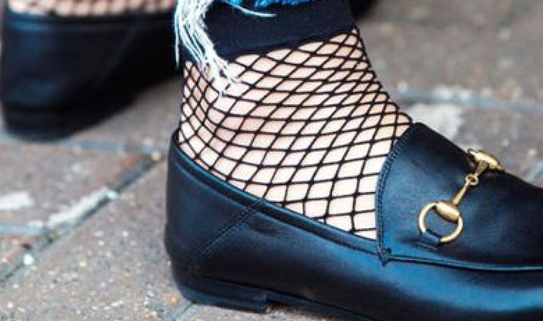 HOW FASHIONISTAS ARE WEARING FISHNET SOCKS RIGHT NOW